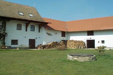 Chalupa s krytým bazénem - jižní Čechy