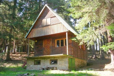 Lesní chata u rybníka Komorník - jižní Čechy
