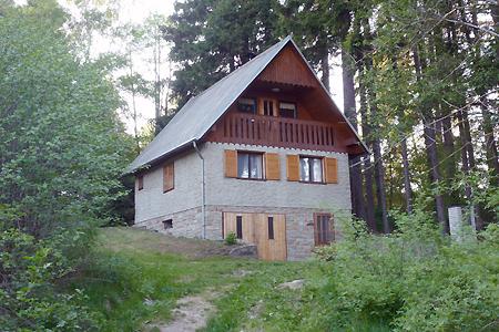 Chata u rybníka v Kunžaku v jižních Čechách