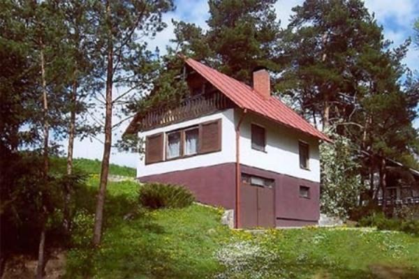 Chata u řeky v České Kanadě v jižních Čechách