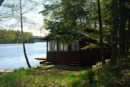 Chata u rybníka ve Strmilově v jižních Čechách