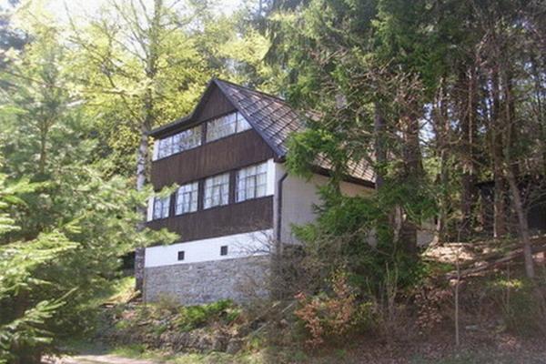 Chata U rybníka v jižních Čechách