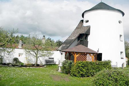 Chalupa - věž v Žumberku v jižních Čechách