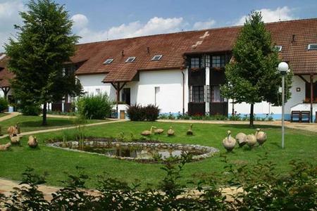 Hotel na samotě u Lužnice v jižních Čechách