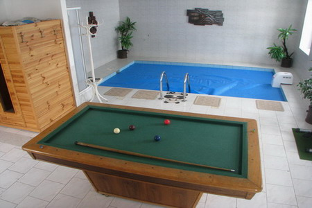 Chalupa s bazénem v Rakpuších