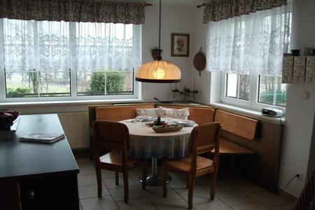 Ubytování Beskydy - Farma v Kunčicích - jídelní stůl