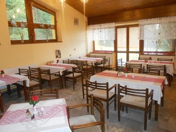 Chaty a chalupy - Rodinný penzion na Bečvě v Beskydech - jídelna